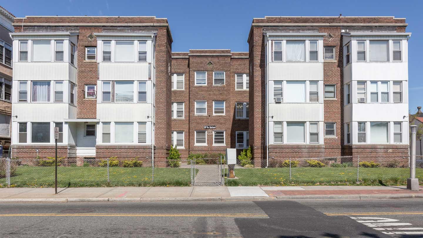 Exterior of 207 S. Harrison St Apartments